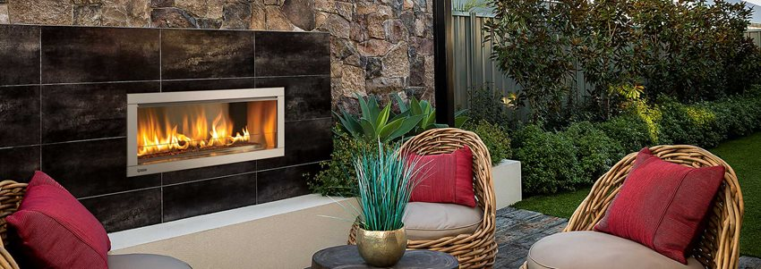 HZ042 Medium outdoor gas fireplace from Regency