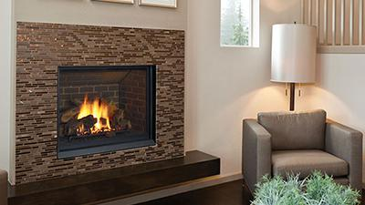 B41XTCE gas fireplace with logs
