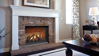 P33CE gas fireplace with logs