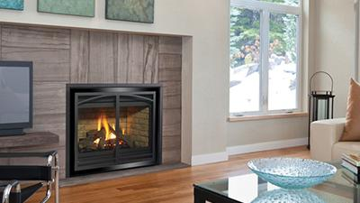 P36 Medium Traditional Gas Fireplace with Log Set